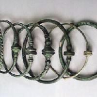 Boutique achat et vente de colliers, parures, torques gaulois, accessoires, décors historiques archéologiques