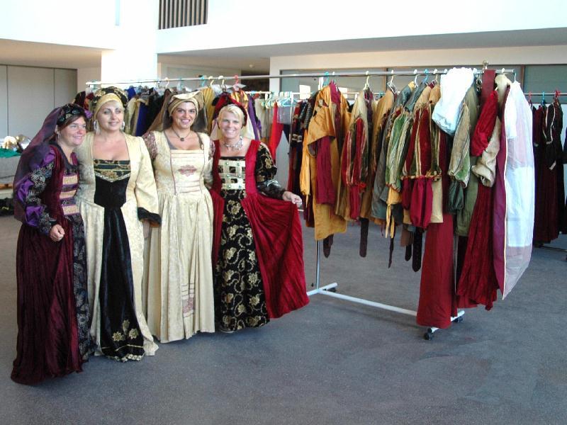 organisation et animation fete médiévale, location reconstitution costumes  médiévaux  cécile Arnaud costumière et son